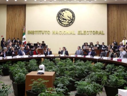 Ratifica INE sanción a Morena por falso fideicomiso para damnificados