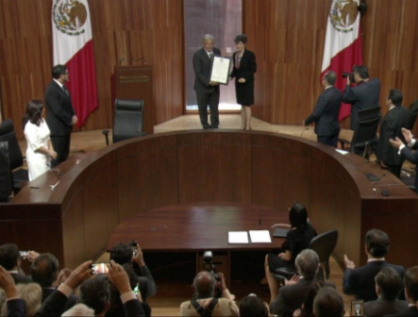 Entrega TEPJF constancia de Presidente Electo a AMLO