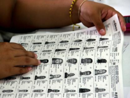 Retienen partidos cuadernillos con listado nominal; recuerda INE fugas de datos