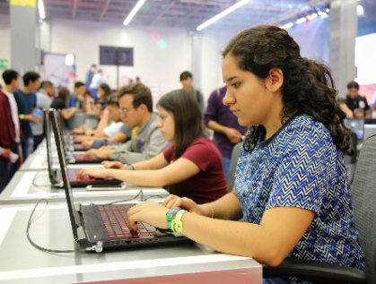 Elabora Morena nueva ley de empleo juvenil