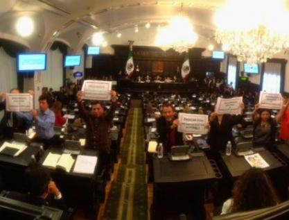 Constituyente CDMX: protesta Morena contra presidencia del PRI