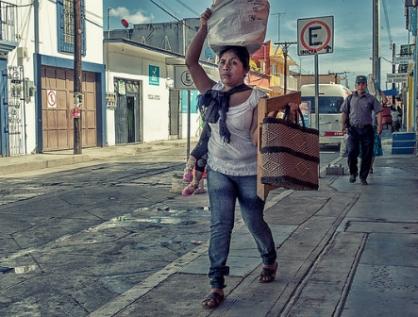 Brecha salarial de género, menor en el sector informal