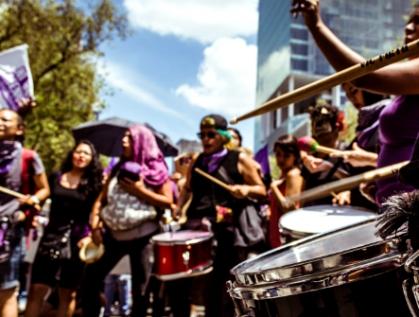 Actos de desobediencia y resistencia civil pacíficas desafían a las instituciones