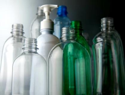 Plantean impuesto ambiental a la oferta y consumo de envases desechables PET