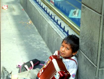 Trabajan en México al menos 5 millones de niños