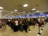 Plantean castigo a compañías aéreas por daños a usuarios