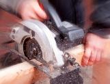 Aumenta empleo sector manufacturero; baja sus salarios
