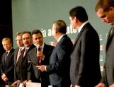 Entrega EPN a diputados iniciativas en administración y anticorrupción